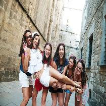 Photoshoot Barcelona Old town and Catalan Vermut