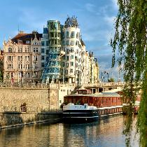 Cruise on the river Vltava with Guide, Cofee and Cake