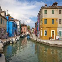 Tour Of The Islands By Boat: Murano, Burano & Torcello with Glass Factory Visit and Escort