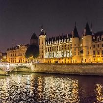Ghosts, Legends and Mysteries Walking Tour by Night with Official Guide