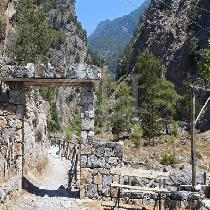 Samaria Gorge with experienced tour guide and transfer