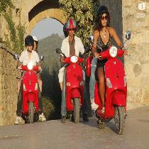 Vespa & Chianti Small Group Tour with Escort and Light Lunch