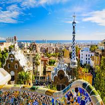 Artistic Barcelona Pm: The Best Of Gaudi with Official Guide and Transportation