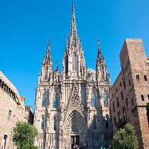 Barcelona Highlights and Artistic Full Day Tour with Official Guide